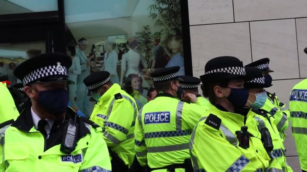 Multiple arrests. Liverpool Anti-Lockdown Protest!