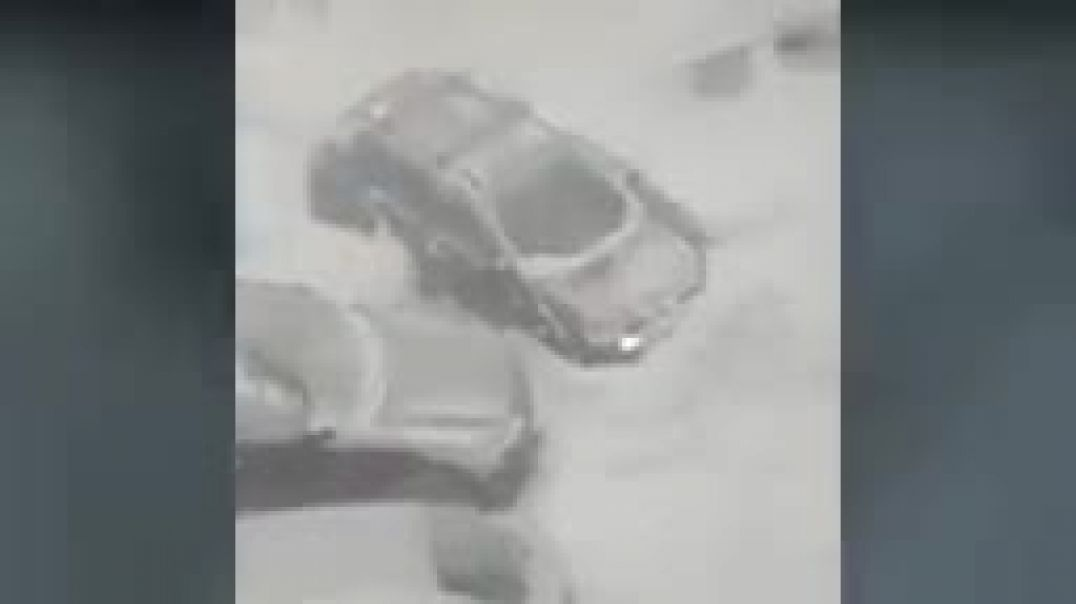 Crazy snow storm ! Mountains of snow buries the streets and cars in Moscow, Russ_144p