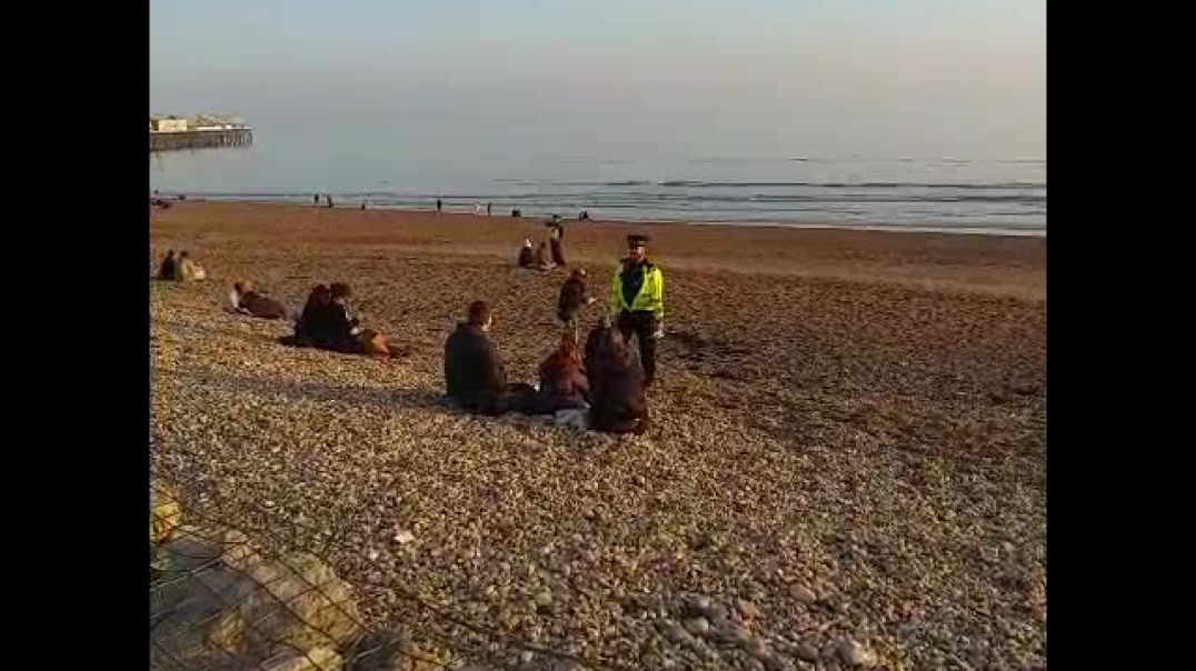 Groups on the Beach getting hassled by police 27.07.21