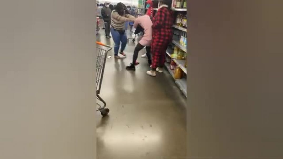 Fighting in a supermarket without FACE MASKS as a child asks them to STOP fighting