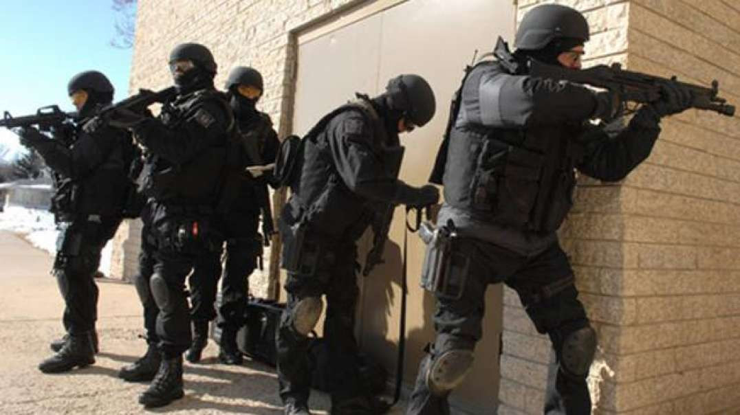 Canadian Police Return With SWAT to Local Church global communist takeover