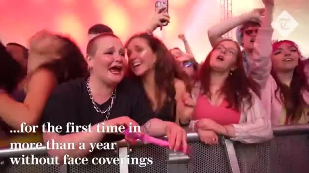 5,000 fans enjoy a MASK FREE concert in Liverpool