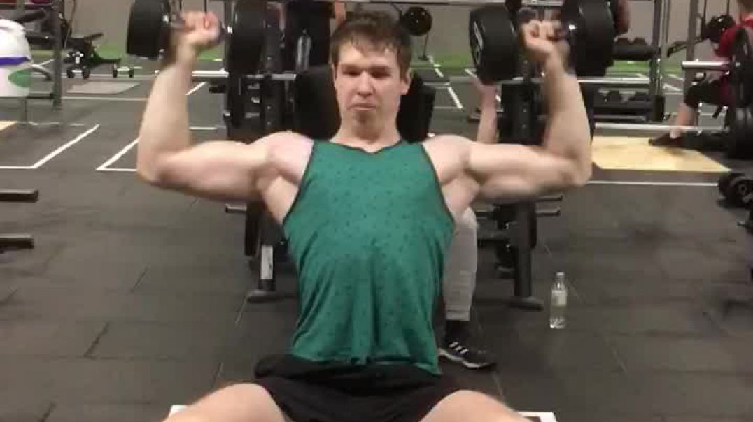 17 year old doing shoulder press