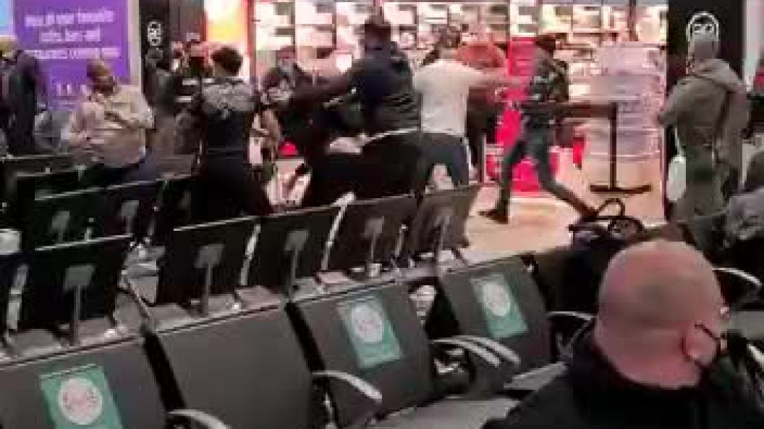 Massive fight at Luton Airport - 3 injured and 17 arrested