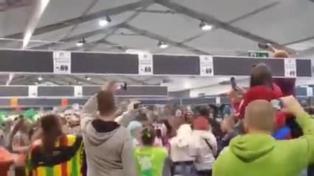Large gatherings permitted only in Dutch supermarkets so they organise a rave there