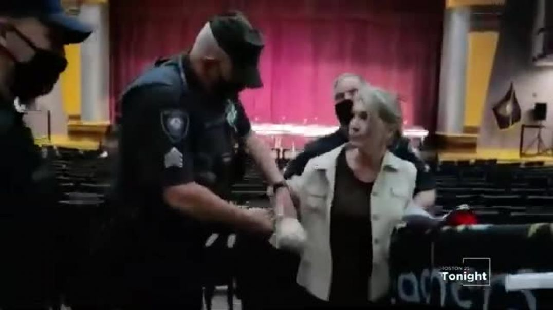 Lady arrested for NOT wearing a FACE MASK
