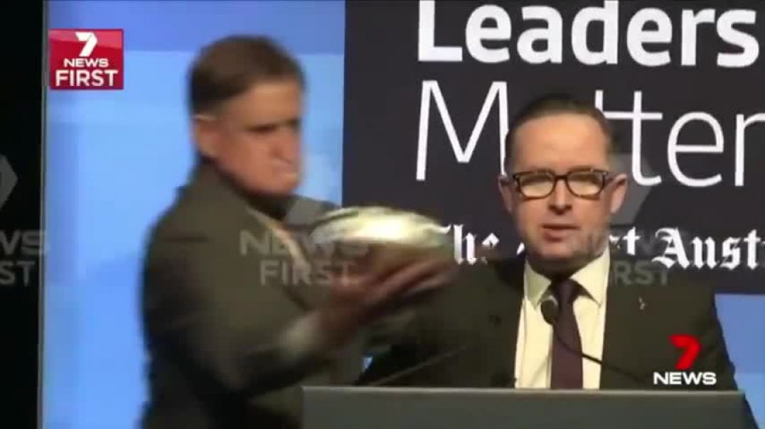 Qantas CEO Alan Joyce gets his just dessert for trying to force vaccinations