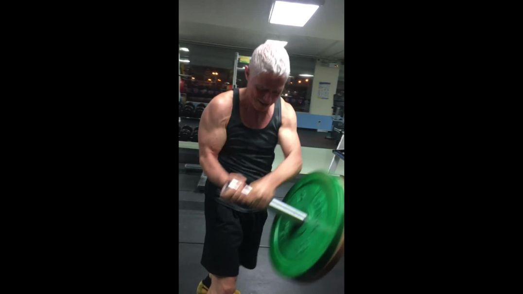 Russian Barbell Twist Workout in Fasted State