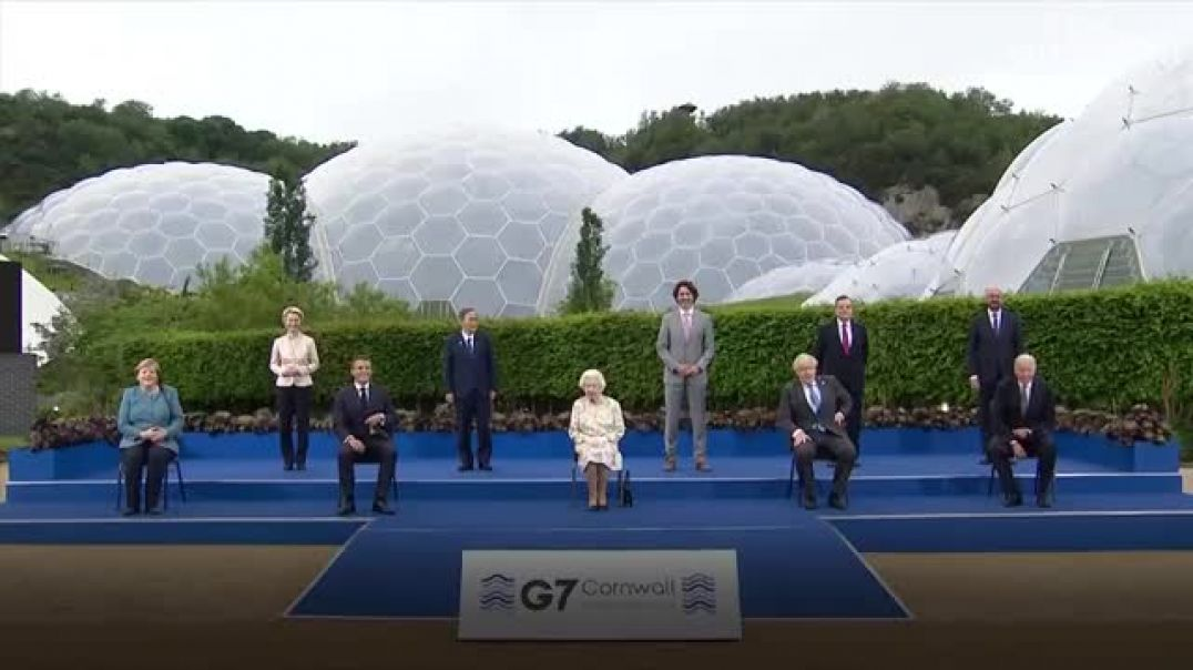 Dirty, CORRUPT world leaders and THE LIZARD QUEEN pose for a photo at the G7 summit
