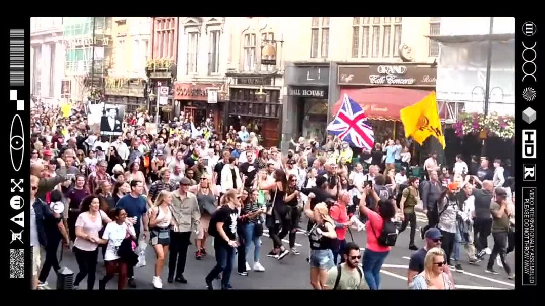 (EMB) WORD ON THE CURB - THE MASSES GATHER TO MARCH FOR FREEDOM THROUGH LONDON (24/07/21)