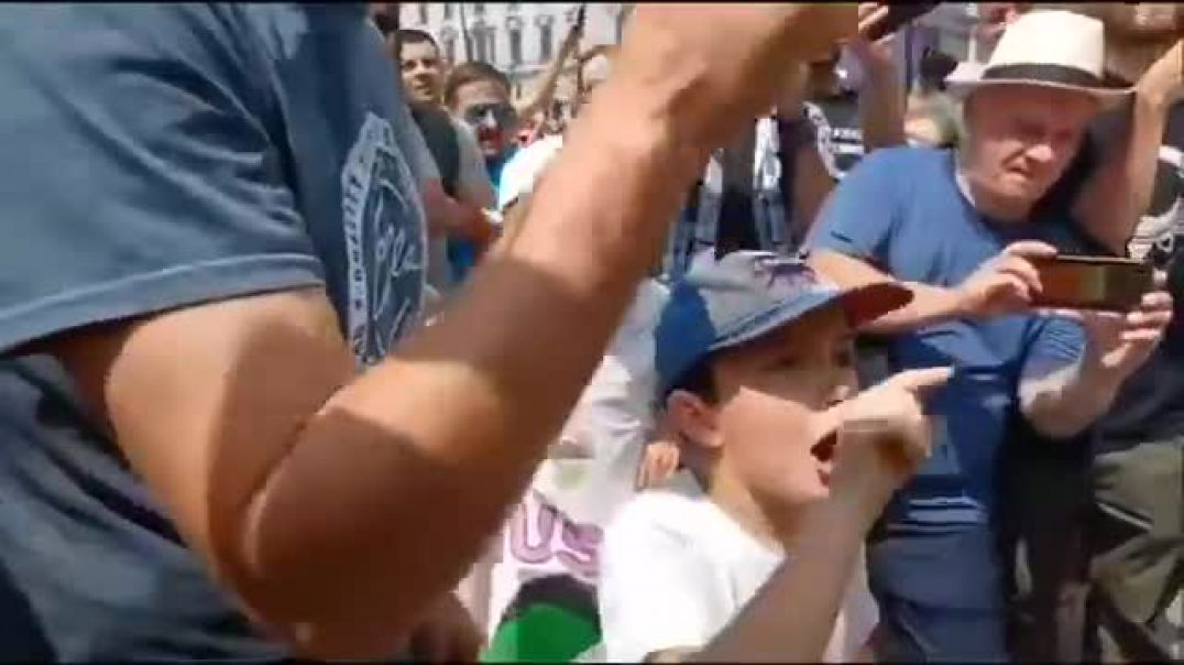 Police Come Face To Face With A Brilliant 10 Year Old Boy With A Brain.