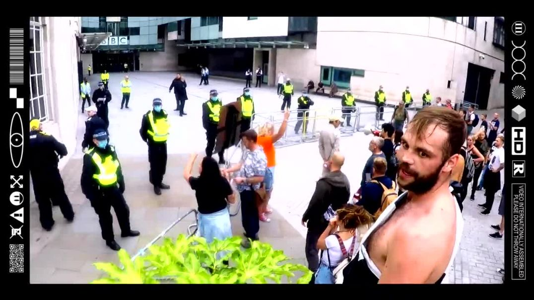 (EMB) WORD ON THE CURB - PEACEFUL PROTESTERS VENT AT PEDO PROTECTORS OUTSIDE THE BBC (24/07/21)