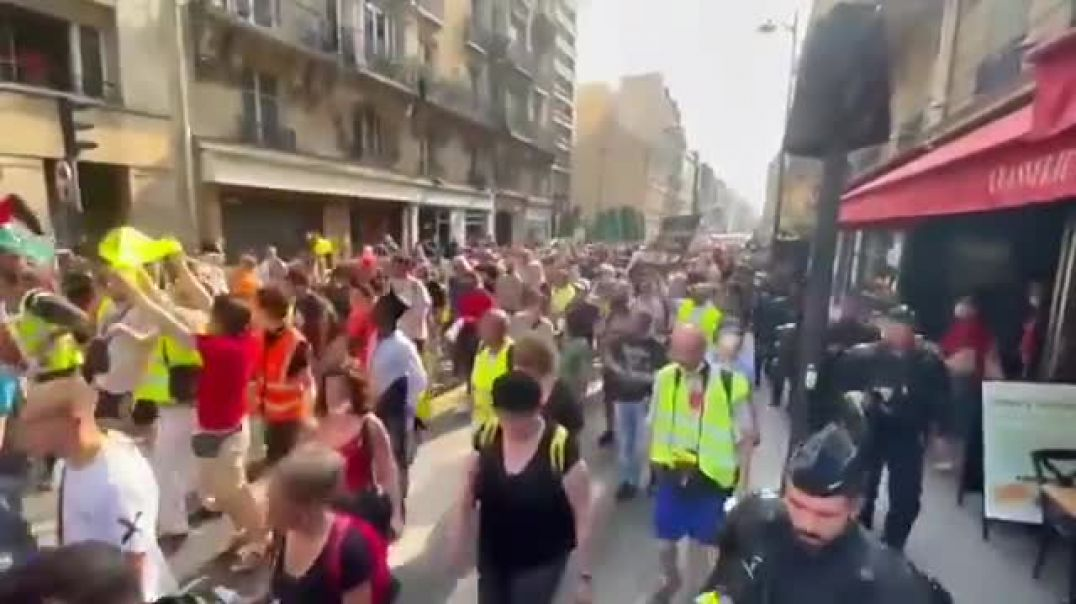 Protests continue across France over Macron's vaccine passport/mandate