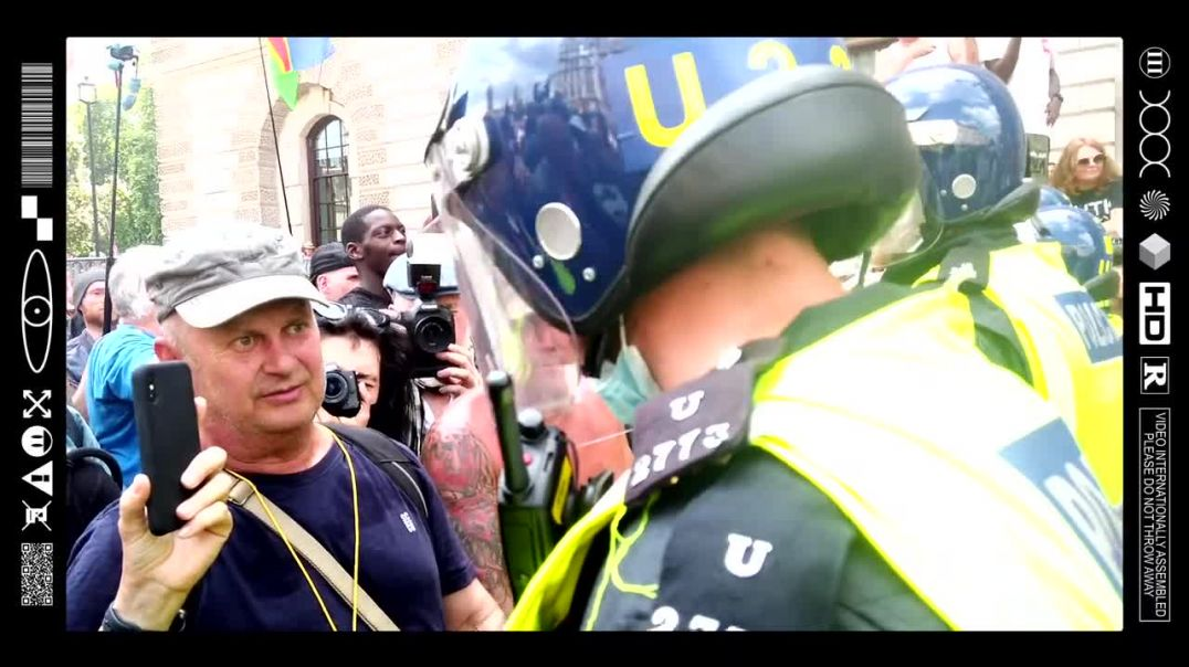 (EMB) WORD ON THE CURB - MIRROR REFLECTIONS ON THE FRONTLINE OF FREEDOM (19/07/21)