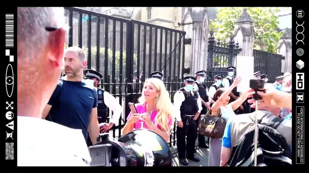 (EMB) WORD ON THE CURB - ARREST BORIS JOHNSON - FREEDOM DAY STAND PARLIAMENT SQUARE (19/07/21)