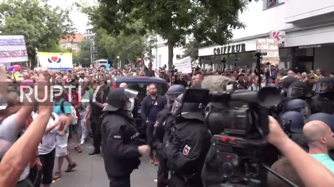 Berlin COVID Passport Protest descends into mayhem with clashes, arrests