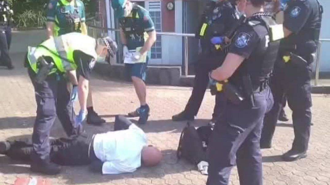 OZ Exempt old man arrested for not wearing a mask suffers heart attack