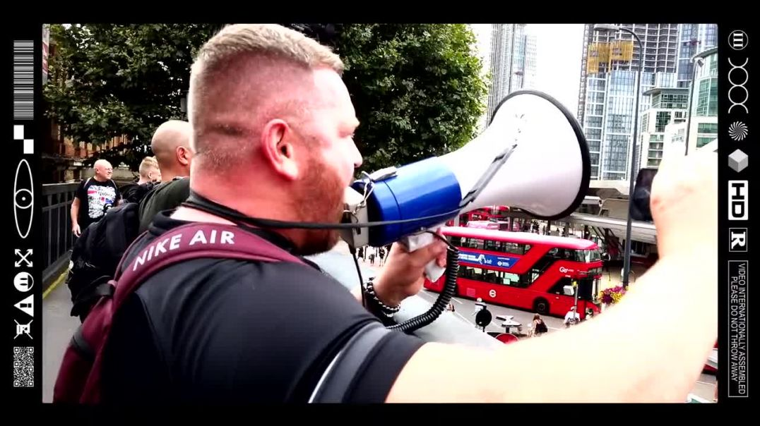 (EMB) WORD ON THE CURB - POWER TO THE PEOPLE - VAUXHALL BRIDGE - FREEDOM MARCH (28/08/21)