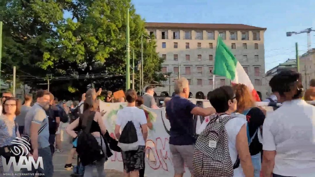 Politicians Attacked  At Anti-Vaccine Passport Protest In Italy!