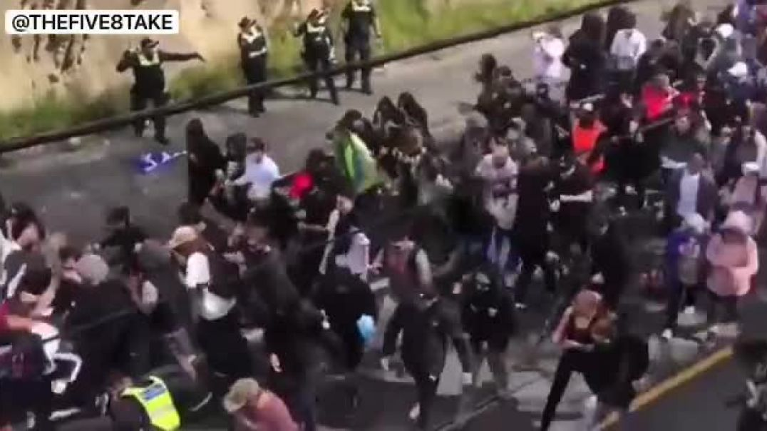 THE GOOD PEOPLE OF MELBOURNE HAVE HAD ENOUGH & BREAK POLICE LINES!