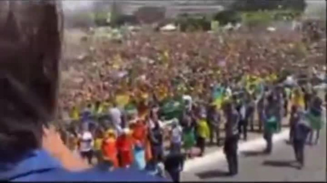 Brazil is done - Enormous Crowd Stands Up !