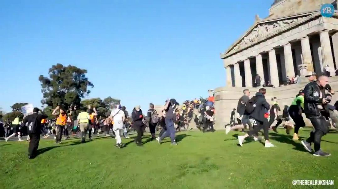 Australian police open fire on unarmed protesters with rubber bullets