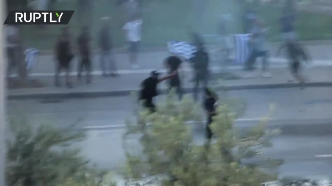 Protesters clash with police in Thessaloniki over vaccine mandate & labor issues