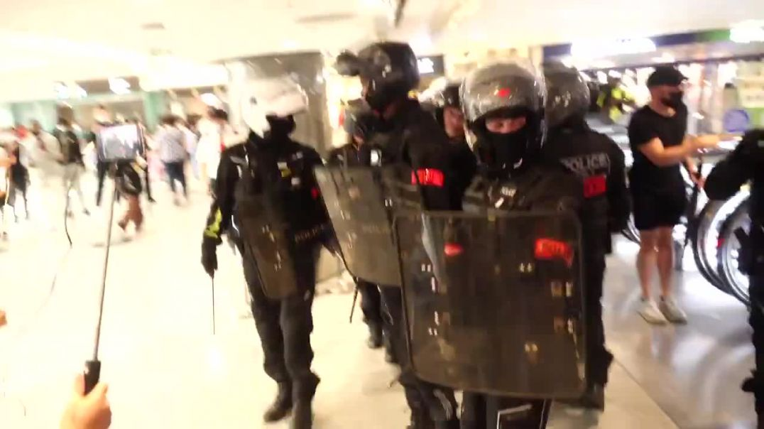 FRANCE: MACRON'S MINIONS FORCED TO RETREAT AS PROTESTERS FILL SHOPPING CENTRE ~ PARIS