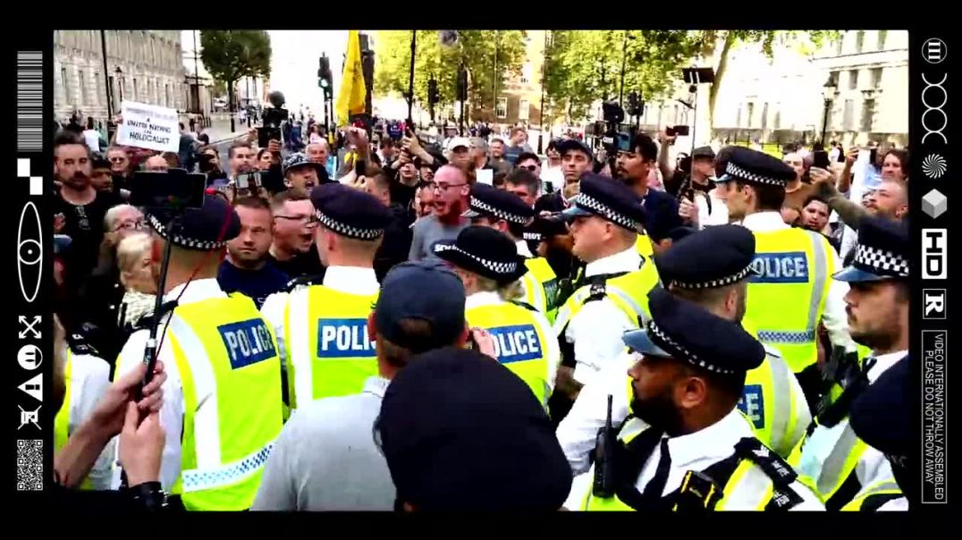 (EMB) WORD ON THE CURB - NO.10 DOWNING STREET STRONG STAND! WORLDWIDE FREEDOM RALLY (18/09/21)