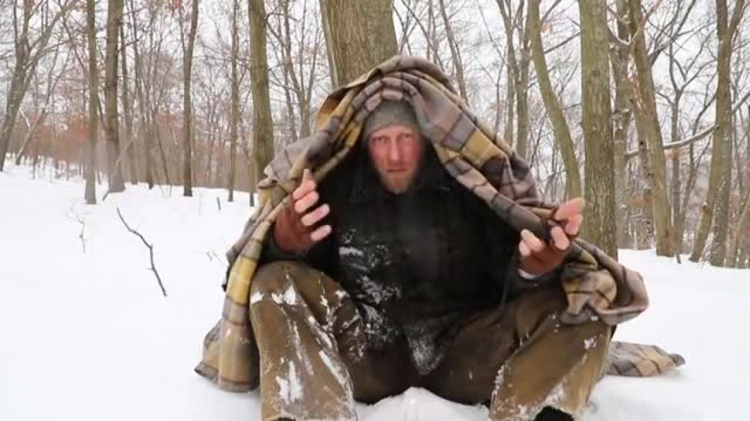 Learn the Trick this Survivalist uses to stay warm