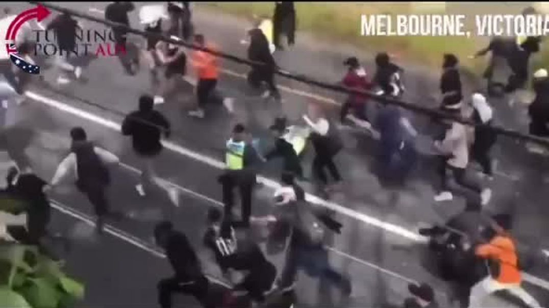 10 police can't stop them Australia Protesters Charge Through