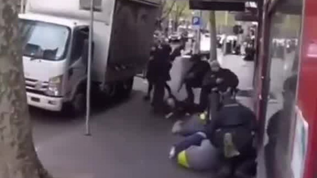 POLICE RIFLE BUTT AND KNEE UNARMED CIVILIANS