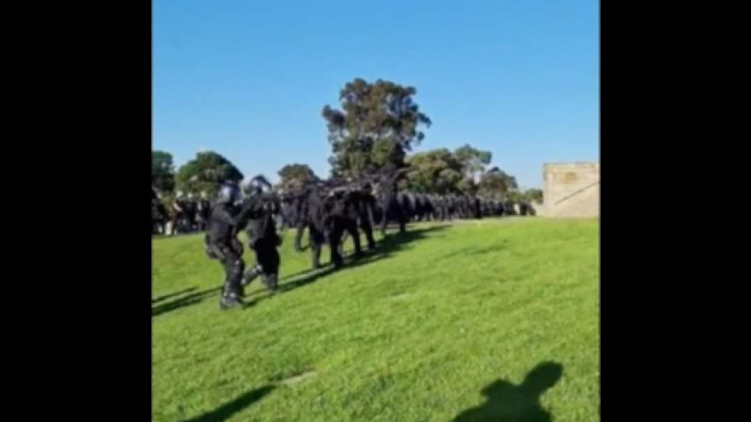 Australia Police Open Fire At Peaceful Protestors At Melbourne Shrine of Remembrance