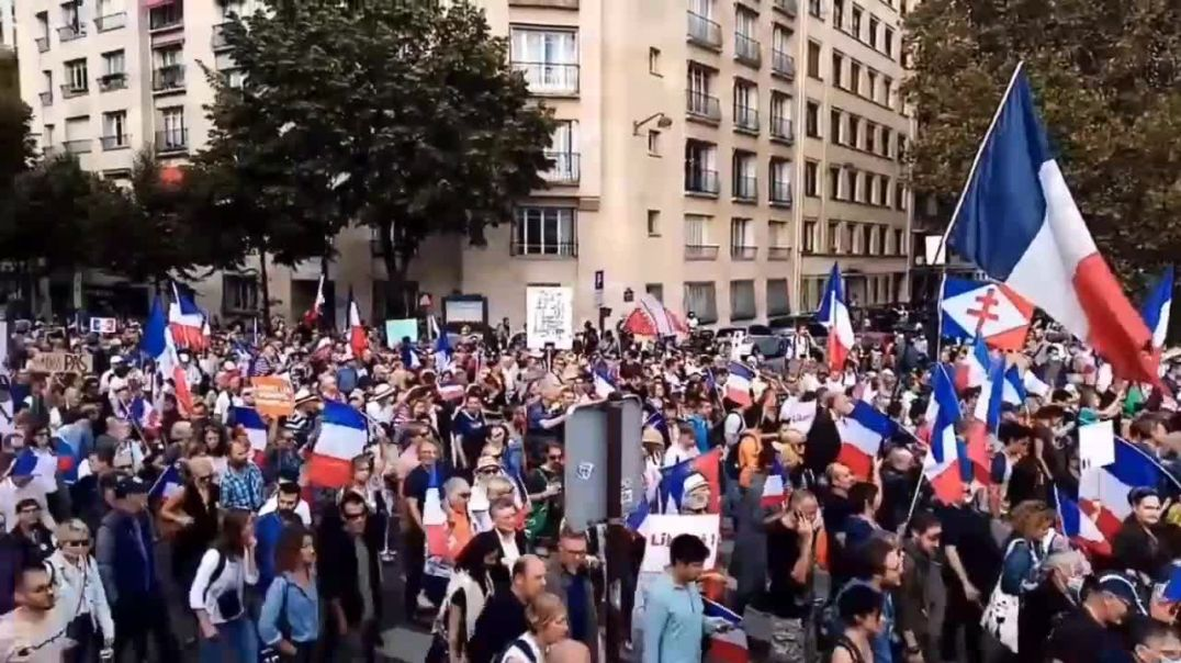 the French rallying against mandates