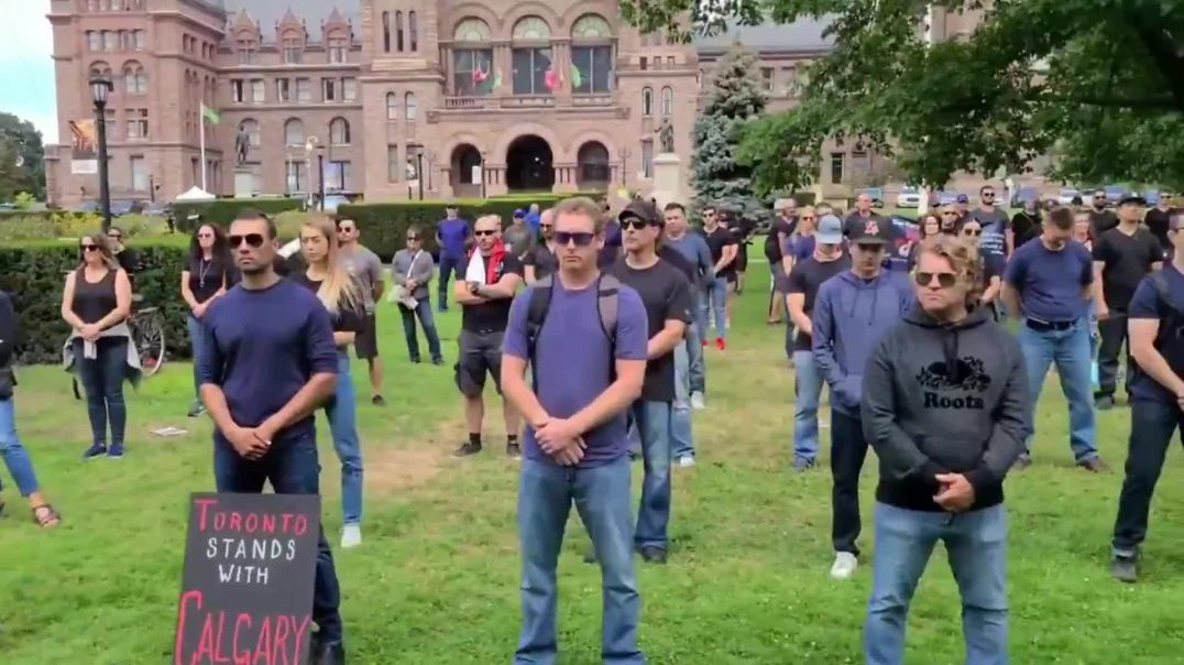 """Canada: Police officers, firefighters and paramedics protest against mandatory COVID """"vaccinati"""