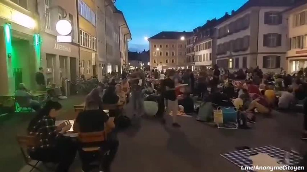 the swiss like the french - fuck restaurants off and dine on the street