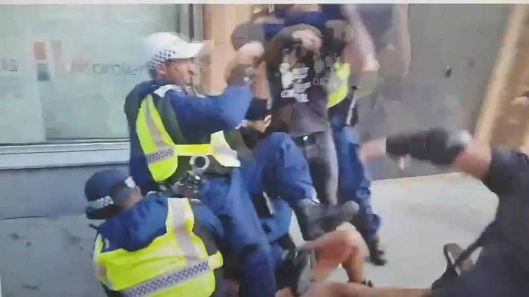 Anti covid tyranny protestors getting brutally beaten up by the police in London