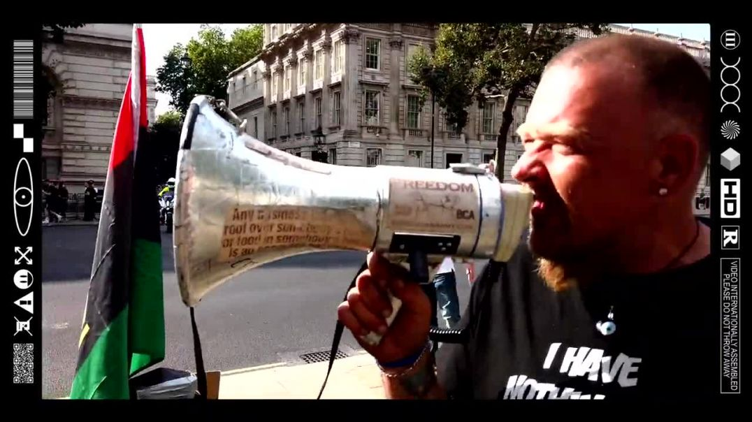 """(EMB) WORD ON THE CURB - """"BORIS PUT THE KETTLE ON!"""" BIGBBLUE - BOX CLEVER ARMY (06/09/21)"""