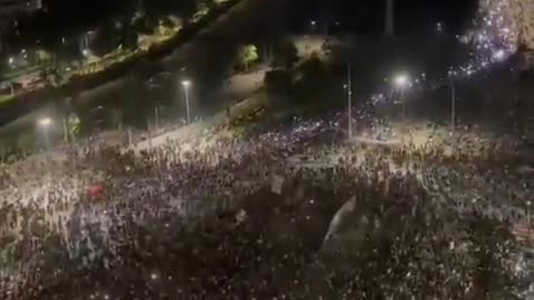 Thousands of Chileans march in downtown Santiago and other major cities