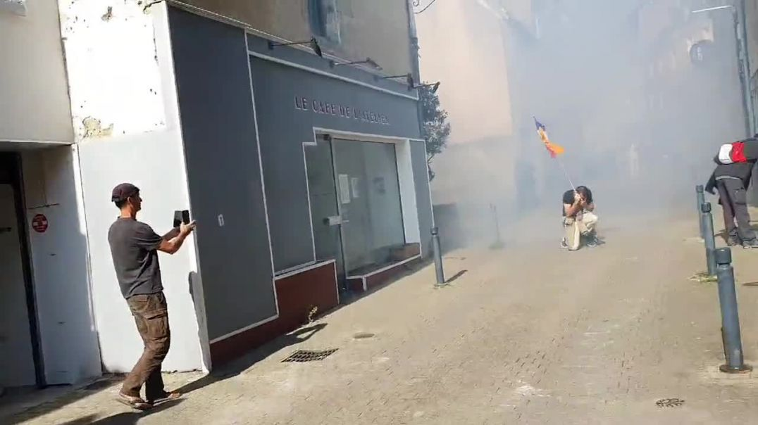 Police use teargas in Vannes, France