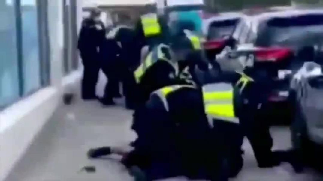 Commiestralia compilation of police brutality