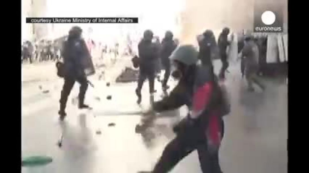 Unrest in Ukraine Armed protesters clash with police in Kiev see discription