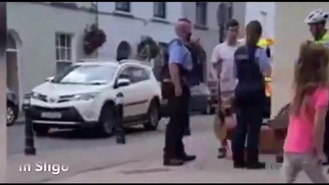 PIGS attack a street musician - turn very violent on him