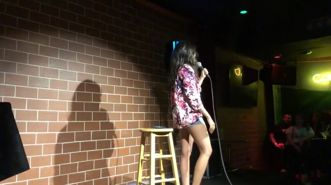 """EVEN THE COMEDIANS.. Pro Vaxxer 'Comedian' compares taking the """"vaccine"""" to lick"""