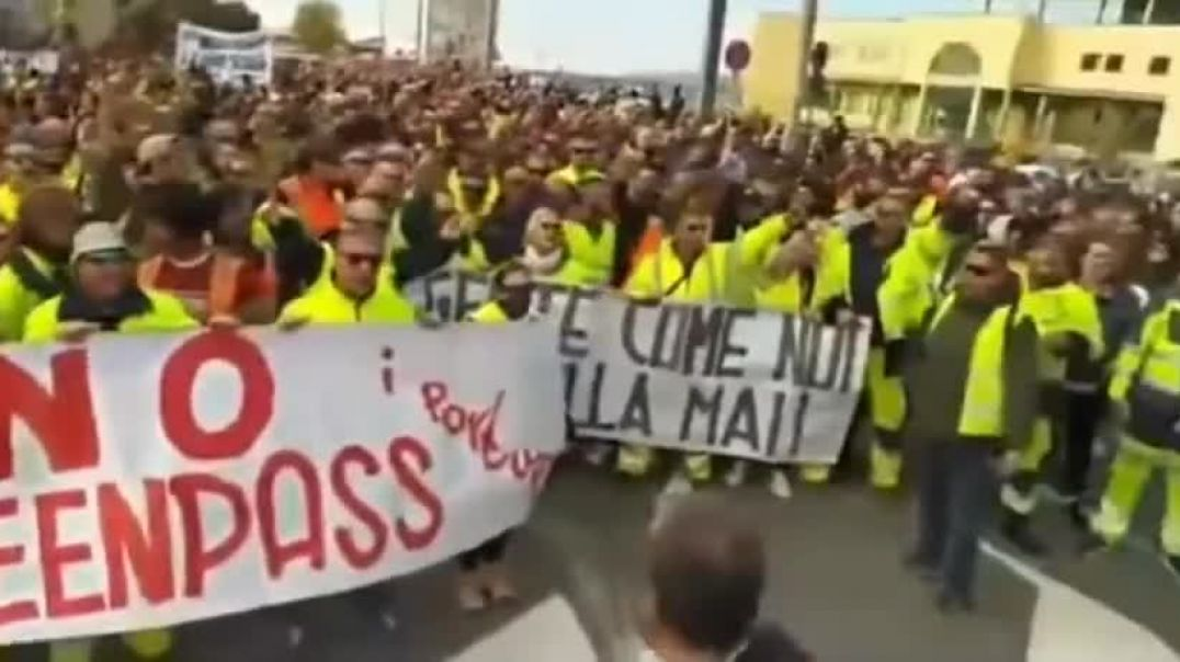 ITALY: Protesters take to the street to refuse MANDATORY VACCINATIONS! (Green Pass)