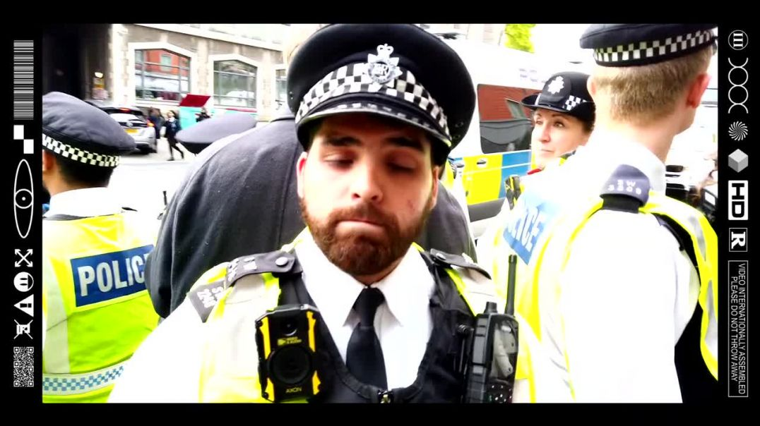 (EMB) WORD ON THE CURB - MAN HIT BY CAR @ PROTEST IN TWO TIER POLICE STATE! (19/10/21)