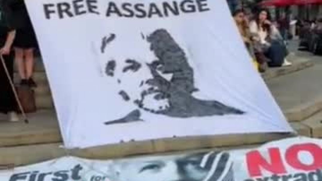 #freeAssange protest at Piccadilly Circus